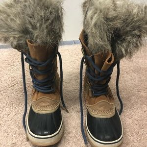 Lightly worn Sorel Joan Of Arctic2429-286 Size 6.5